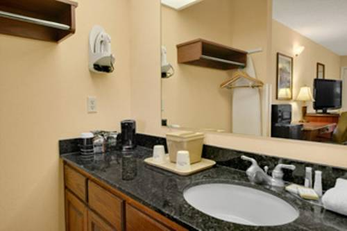 Baymont Inn and Suites - Waycross